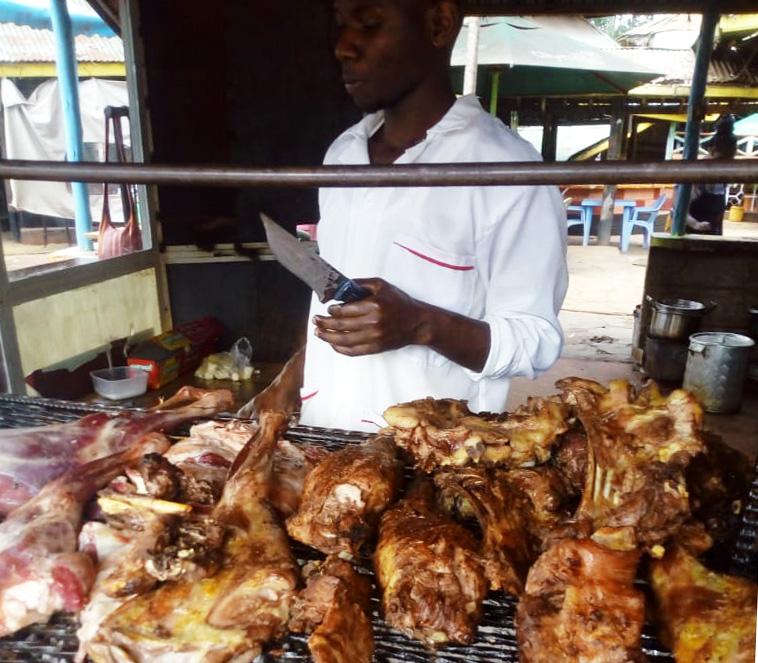【ケニアの焼肉】ナイロビで「一人焼肉」したいならここ! 約600円で腹いっぱい食える / カンバ通信:第68回