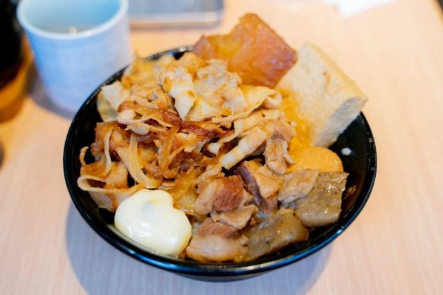肉めしの岡むら屋の「生姜焼き肉めし」が美味い! 味が染みまくりな煮込み牛肉と生姜焼きによる肉ヘヴン