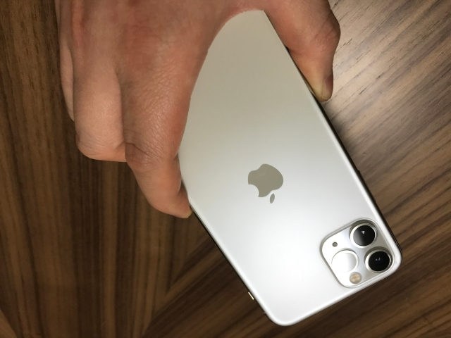 【知らなかった】iPhoneって「背面タップ機能」があるの!? めちゃめちゃ便利じゃないか…!!