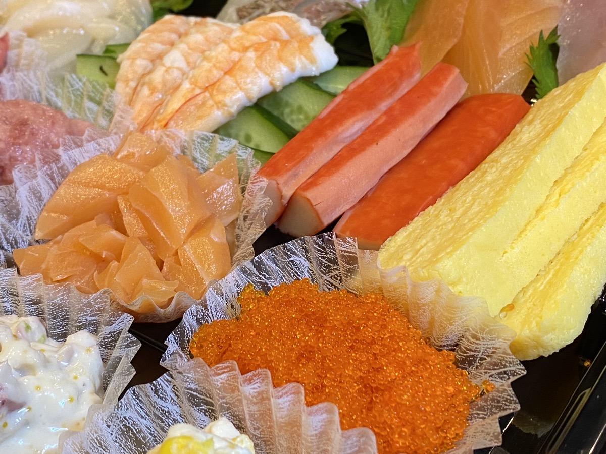 【衝撃の内容】特別な日の「おうち手巻きセット」は 「はま寿司」しかない! ネタ15種と見せかけて実は…!!