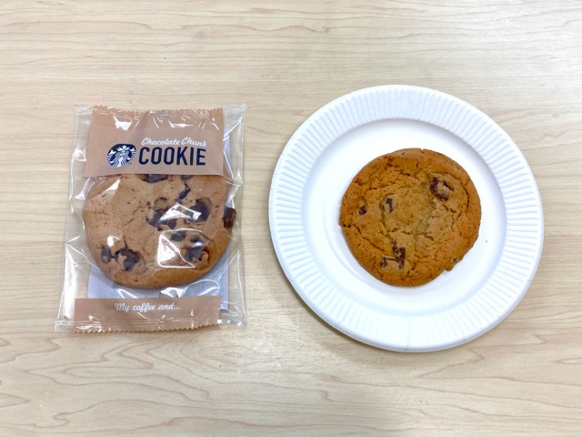 【ガチ比較】1枚209円「スタバのクッキー」vs 1枚42円「コストコのクッキー」