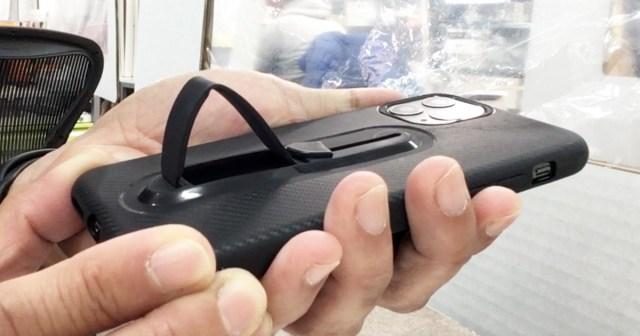 【100均検証】よくばり多機能3in1! 収納式の落下防止リングとスタンド付きの耐衝撃 iPhoneケースが100円で売ってたよ〜!!