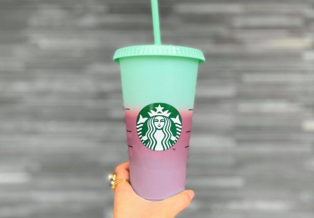【スタバ】今度の『リユーザブルカップ』はアイス専用! ドリンクを入れるとカップの色が変わるよ~!!