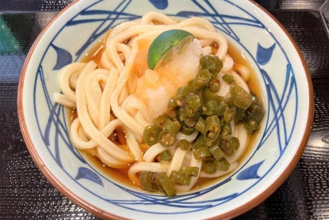 【丸亀製麺】青唐辛子がもっさり乗った「青唐おろし醤油」がクセになる美味しさ! 舌がビリっとするが、そこが良い!! / 店舗限定