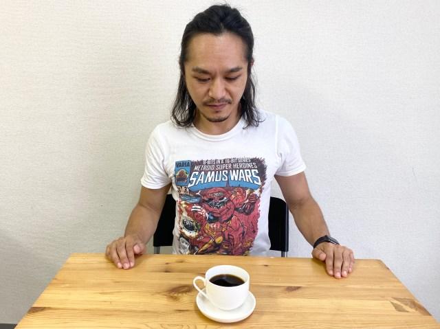 """【超濃厚】最新のカフェインレスコーヒーを """"コーヒーにうるさい男"""" に飲ませてみた結果 → なぜか怒られた"""