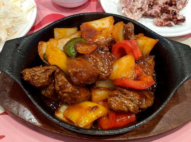 やっぱりステーキで食える沖縄のソウルフード「チャップステーキ」を食べてみた! これは『牛肉の酢豚』だな