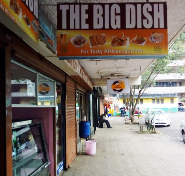 【ケニア】ロックダウン中のレストランはこんな感じ! テーブル&イスも使用禁止でテイクアウトだけの営業 / カンバ通信:第79回
