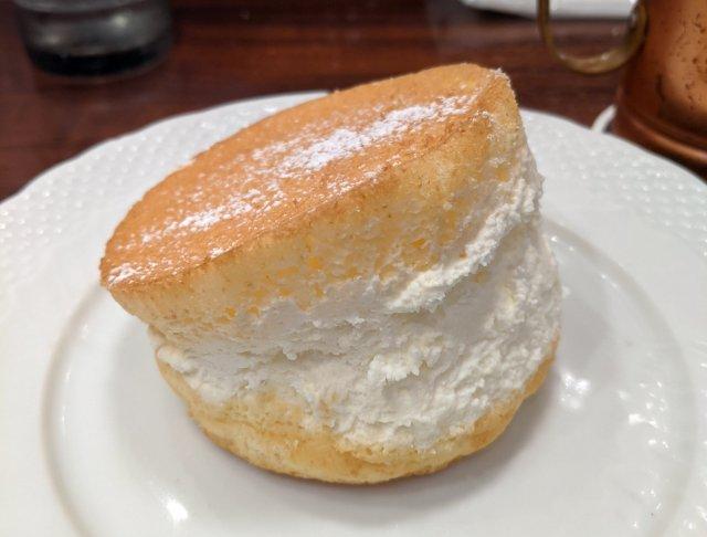 「星乃珈琲店」が10周年を記念して「パンの田島」とコラボしたマリトッツォを販売! コラボの黒幕はあの企業だった……
