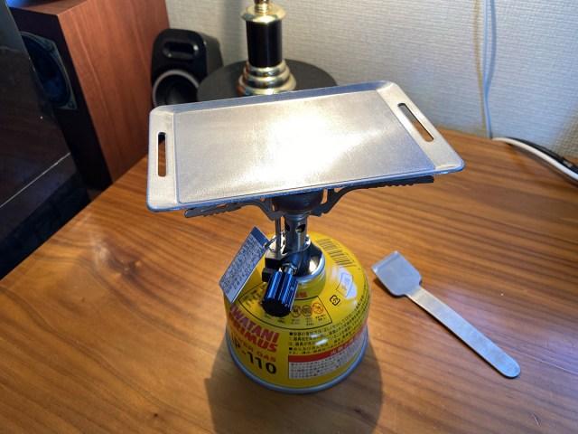 【100均検証】キャンドゥに売ってた100円の「バーベキュー用ミニ鉄板」で焼肉やったら大変なことに!
