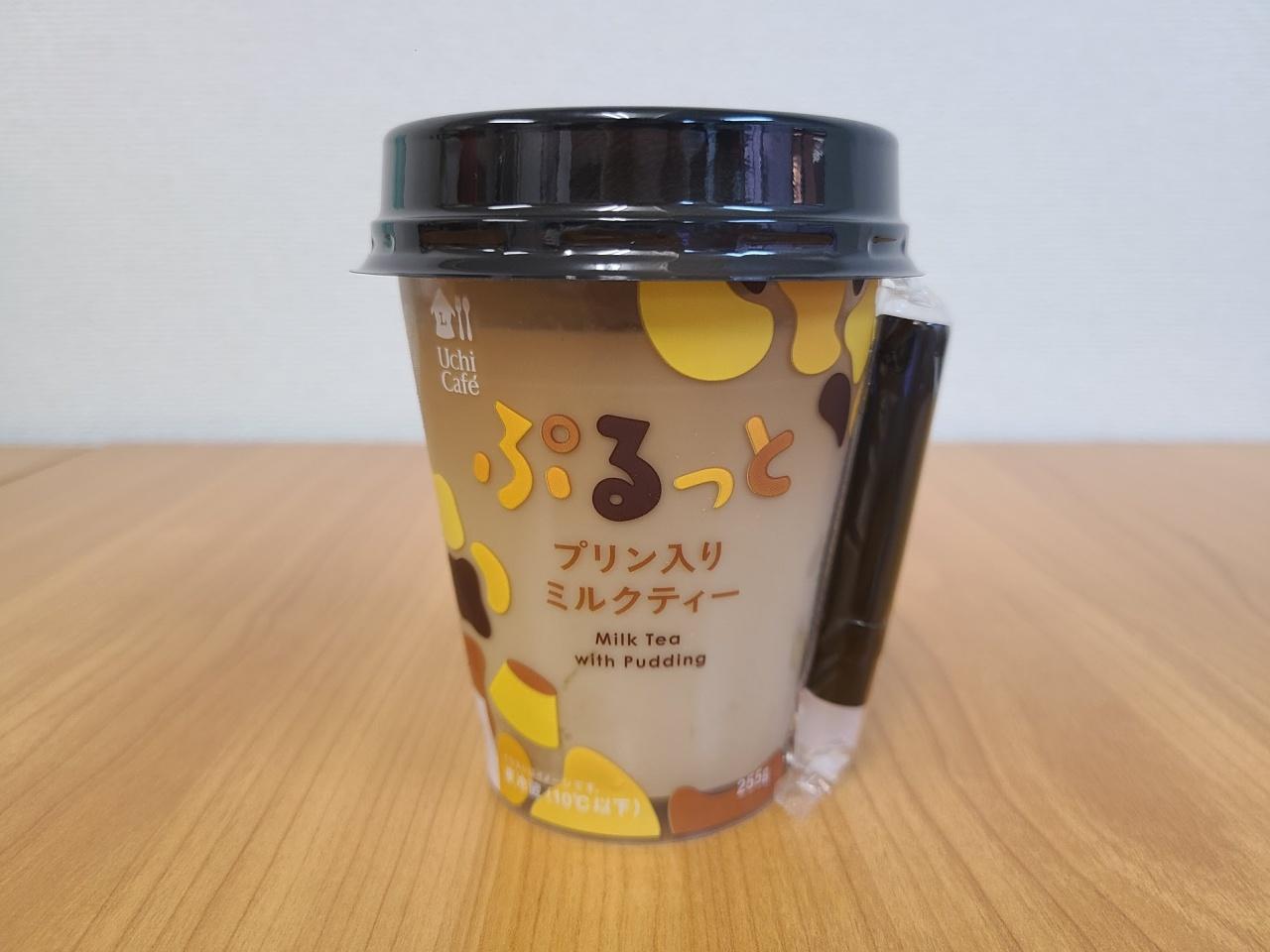 ローソンの新商品『ぷるっとプリン入りミルクティー』のプリンをスプーンですくってみたら…結構入ってる!!