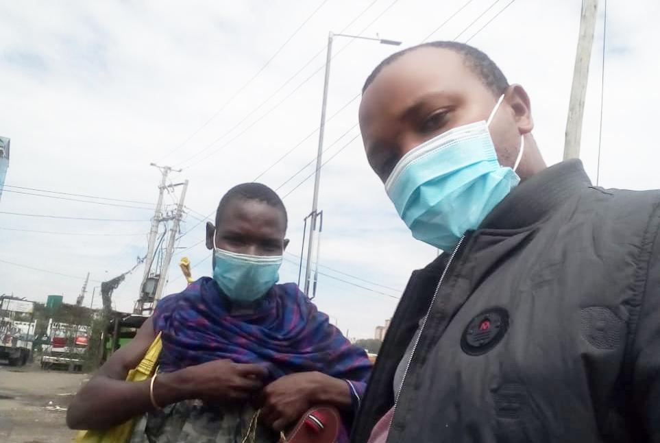 ナイロビの路上で商売する「マスクをしたサンダル売りのマサイ族」に声かけてみた / カンバ通信:第76回