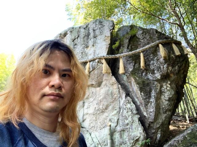 【ヤバイ】炭治郎が切った岩に酷似!『鬼滅の刃』聖地の「われ岩」に行ってみたら岩が割れた理由がマンガ超えてて笑った!! 兵庫県姫路市