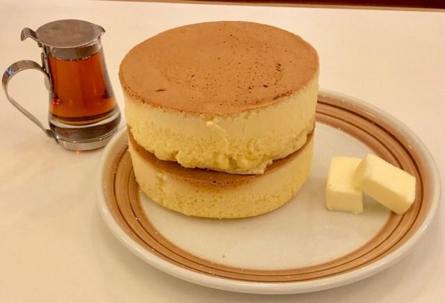【鎌倉】ジョン・レノンも来店した「イワタコーヒー店」の名物ホットケーキがオーラあり過ぎ! 絵本から飛び出したビジュアルで最高にうまい!