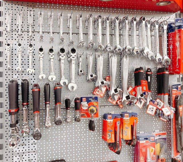 【仮説】工具専門店「ファクトリーギア」と作業服専門店「ワークマン」が組んだら無敵になるんじゃないのか?