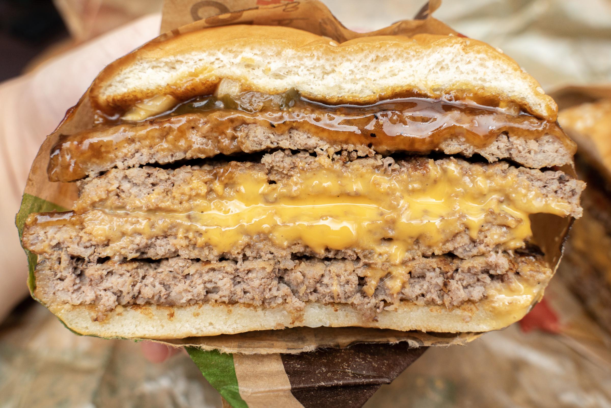 バーガーキング「東京テリヤキタワー 超ワンパウンドビーフバーガー」を食べてみた / 約束されたテリヤキ肉ヘヴン