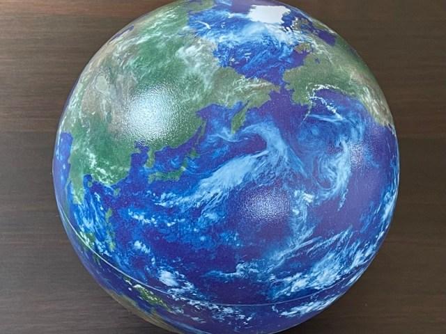 ハイテクすぎる地球儀「ほぼ日のアースボール」で時間が溶ける! 地理はARで勉強する未来がきた