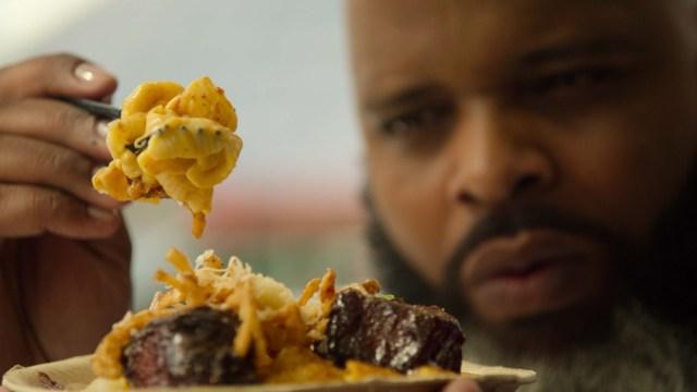 【Netflix】アメリカ人男性が揚げ物を食べるだけの番組『サクッと揚げたて! フライ天国』が最高にイカしてる! アメリカに生まれなかったことを後悔するレベル