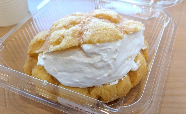 【追撃】デイリーヤマザキの「マリトッツォ風メロンパン」がウマい!! サクサク生地とクリームのハーモニーがたまらん!