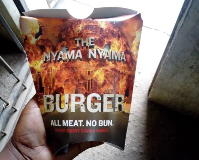【ケンタッキー】これがケニア限定『ザ・肉肉バーガー』だ! ポテトとチーズをマヨネーズ付きのフライドチキンで挟んだジャンクの祭典 / カンバ通信:第93回