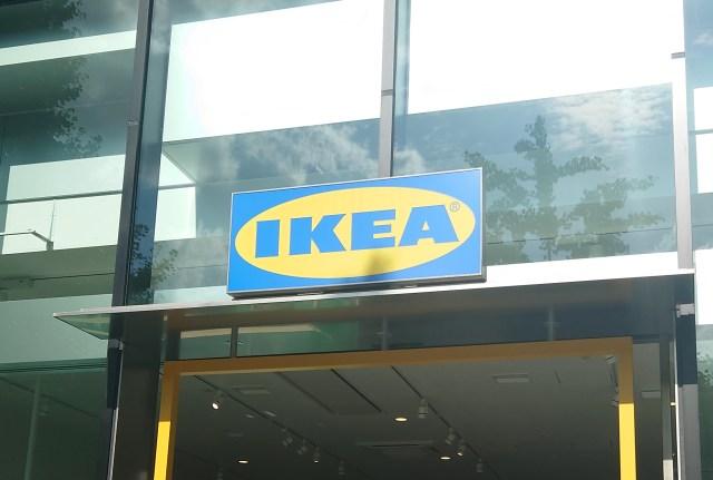 IKEAの本棚の本を調べてみた結果が面白かった / IKEAショールームのハイセンスな住民たちは、どんな本を読んでいるのか?