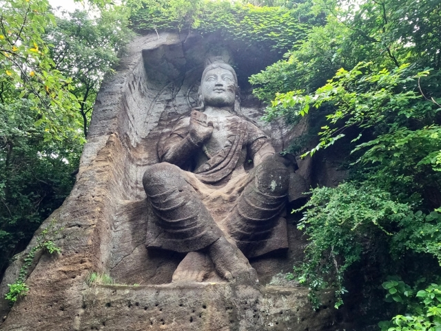 【横須賀】まるでインディジョーンズ「鷹取山磨崖仏」は数千年の歴史を見てきた古代遺跡のオーラを漂わせていた / でも実は昭和生まれ