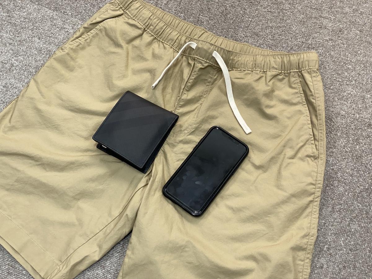 【素朴な疑問】スマホと財布はどこに入れて持ち歩いてる? ポケットが主流かと思いきや…!
