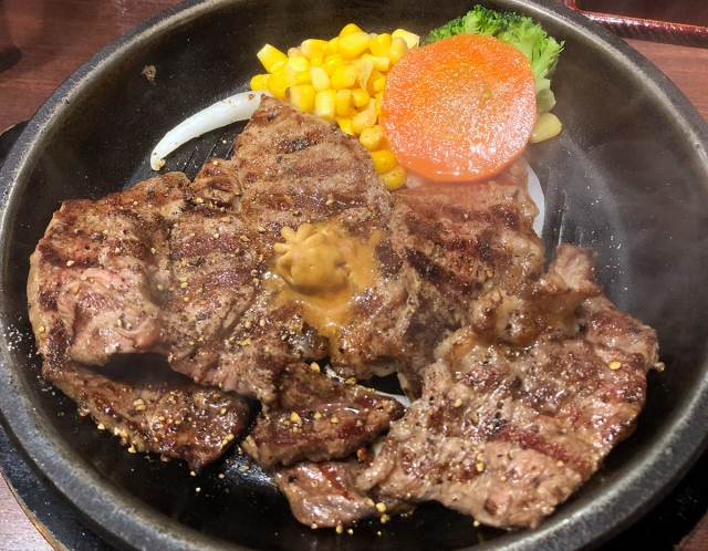 いきなりステーキで「隠れコスパ王」の座に君臨する牛ステーキ(1000円)を見つけた / 現在は一部店舗で実験販売中だが…
