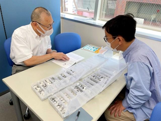 【ガチ】1円玉を10万枚用意して「プレミア硬貨」があるか調べてみた! コイン鑑定士による鑑定の結果は…!?