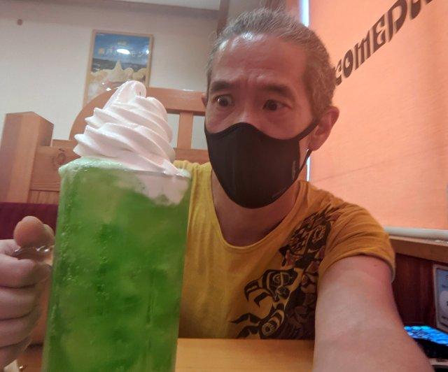 【狂暴】コメダ珈琲店の「でらたっぷり」サイズがハンパない! クリームソーダの量も尋常じゃねぇえええッ!