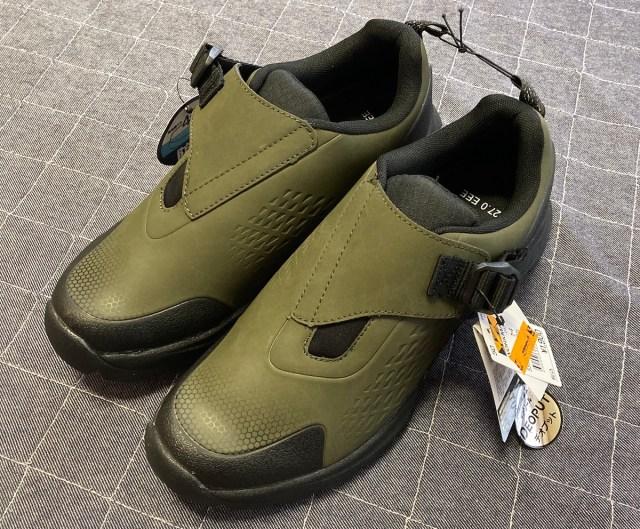 【防水】ワークマンのアウトドア用「フロストハイク」が大人気!  靴底はゴツゴツいかついのに中敷は抗菌防臭というギャップがヤバい!