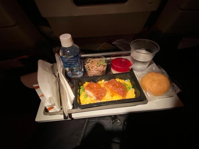 【世界の機内食】「世界一の航空会社」の機内食を食べてみた(カタール航空)