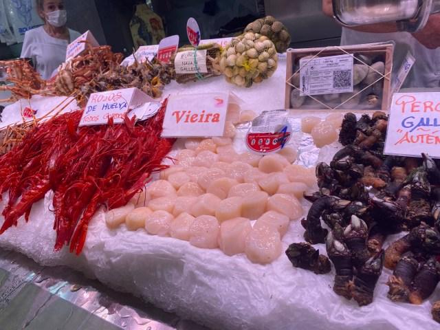 【欧米】スペインの市場で「寿司にできる魚はありますか?」と聞いてみた結果 → 意外すぎる反応が返ってきた