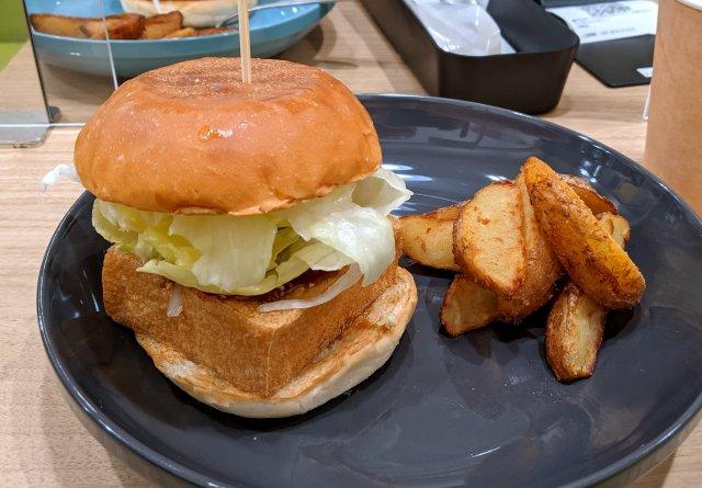 【実食】ドムドムの新ブランド「ツリーアンドツリーズ」を利用した率直な感想 / 厚揚げバーガーは美味いんだけど……