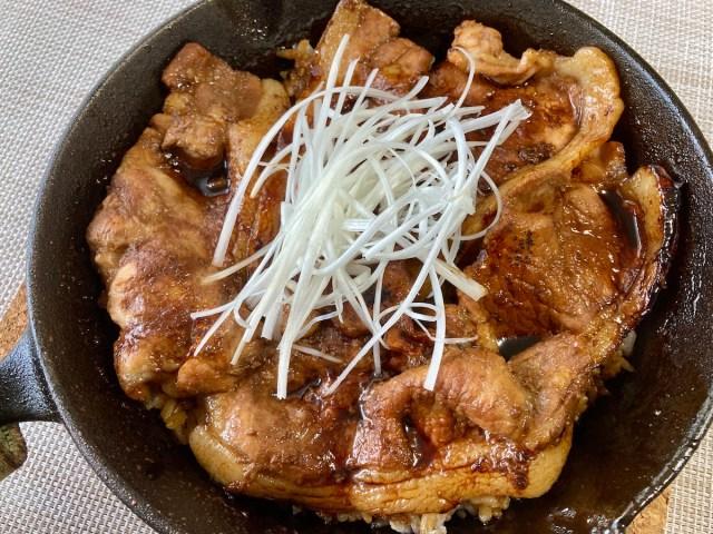 【簡単キャンプ飯】黒光りした濃厚なタレが激ウマ「帯広豚丼」はキャンプでも手軽に作れる! おこげも美味しいワイルド飯!