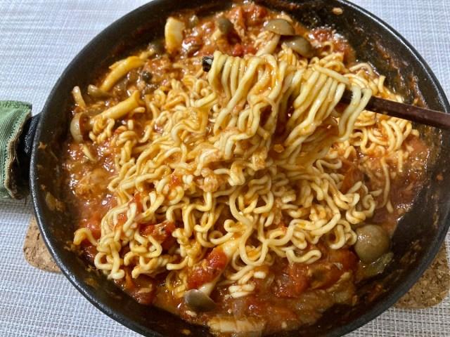 【簡単キャンプ飯】缶詰でスグに完成「サバのトマト煮」に「サッポロ一番みそラーメン」をぶっ込んだらウマすぎて震えた