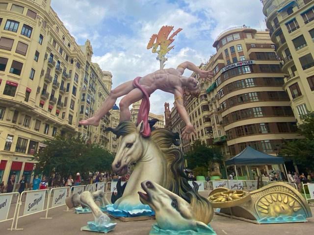 【スペイン三大祭】燃え尽きるほどファンタジーな『バレンシア火祭り』に参加してみたら … 「大人が命がけでやってる学園祭」みたいだった