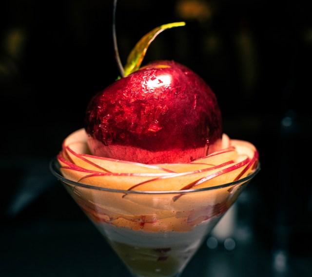 インターコンチネンタル 東京ベイ「りんご飴のパフェ」が、理解を超えた凄まじさだった / たぶん魔法にかけられたらこんな感じ
