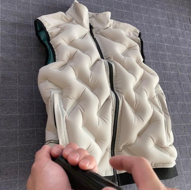 【超進化】ワークマンが「空気を着る防寒着」をパワーアップさせた! 大人気『AEROポンプウォームベスト』は空気入れ付属でより快適に!