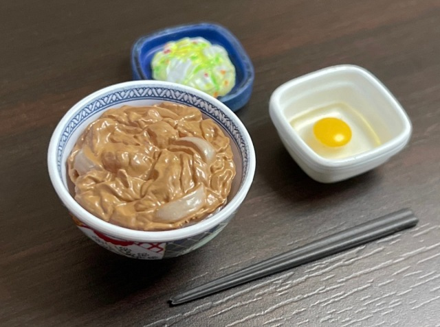 【カプセルトイ】吉野家の牛丼ミニチュアがとんでもない完成度なので実物と徹底比較してみた!